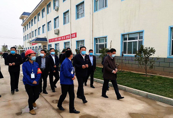 Secretary of CPC Hebi Municipal Committee MA Fuguo visited Yuanhao chemicals to inspect the works for production safety